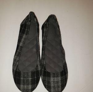 NWOT Mudd Womens Slip-On Shoes Size 6